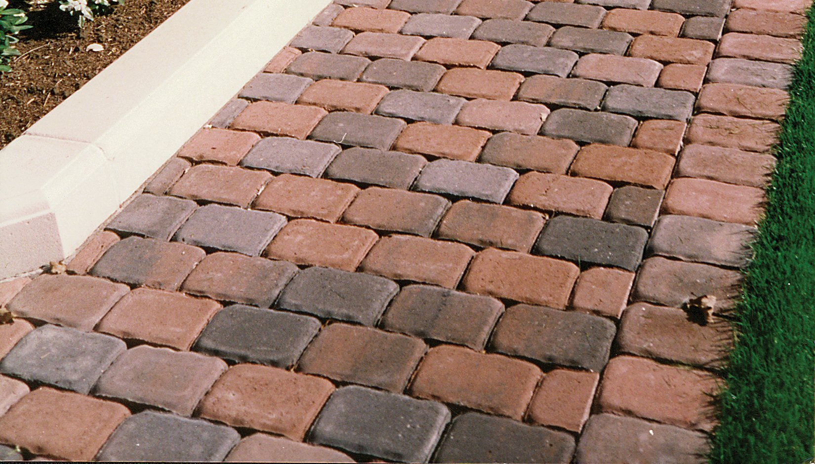 Universal Auto Plaza >> Antique Cobble Square - Pacific Interlock Pavers